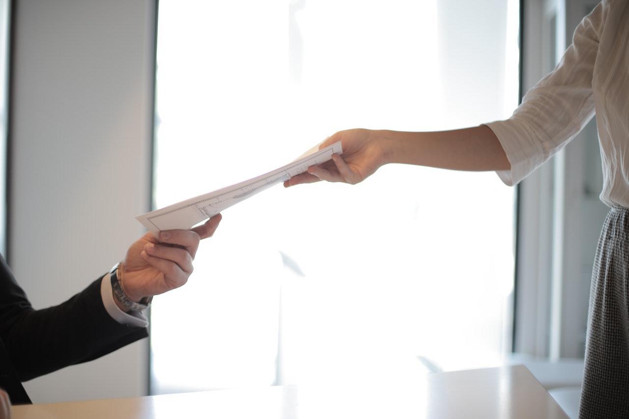 zdjęcie do W poniższym ✓ artykule wyjaśniamy jak sprawdzić umowę ➽ deweloperską oraz gdzie.✓