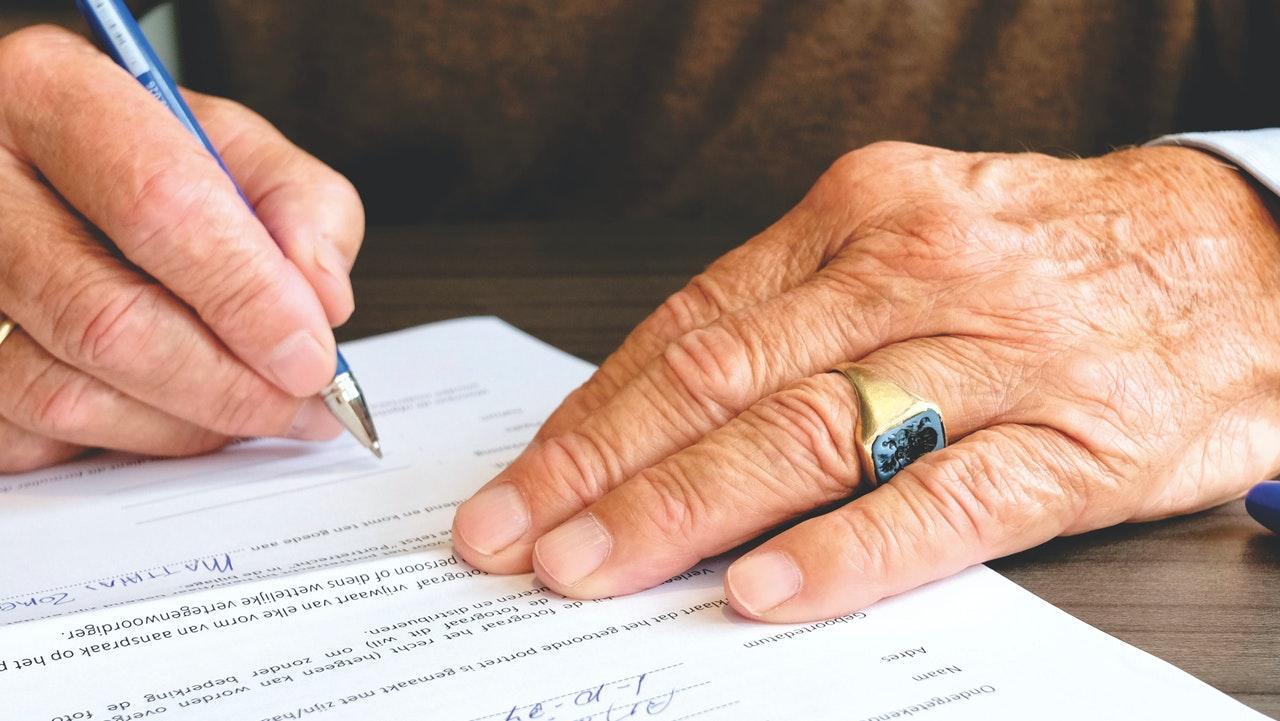 zdjęcie do W artykule dowiesz ⭐ się jakie są ➡️ koszty umowy przedwstępnej u notariusza, jaka jest wysokość taksy notarialnej oraz a co powinniśmy uważać.