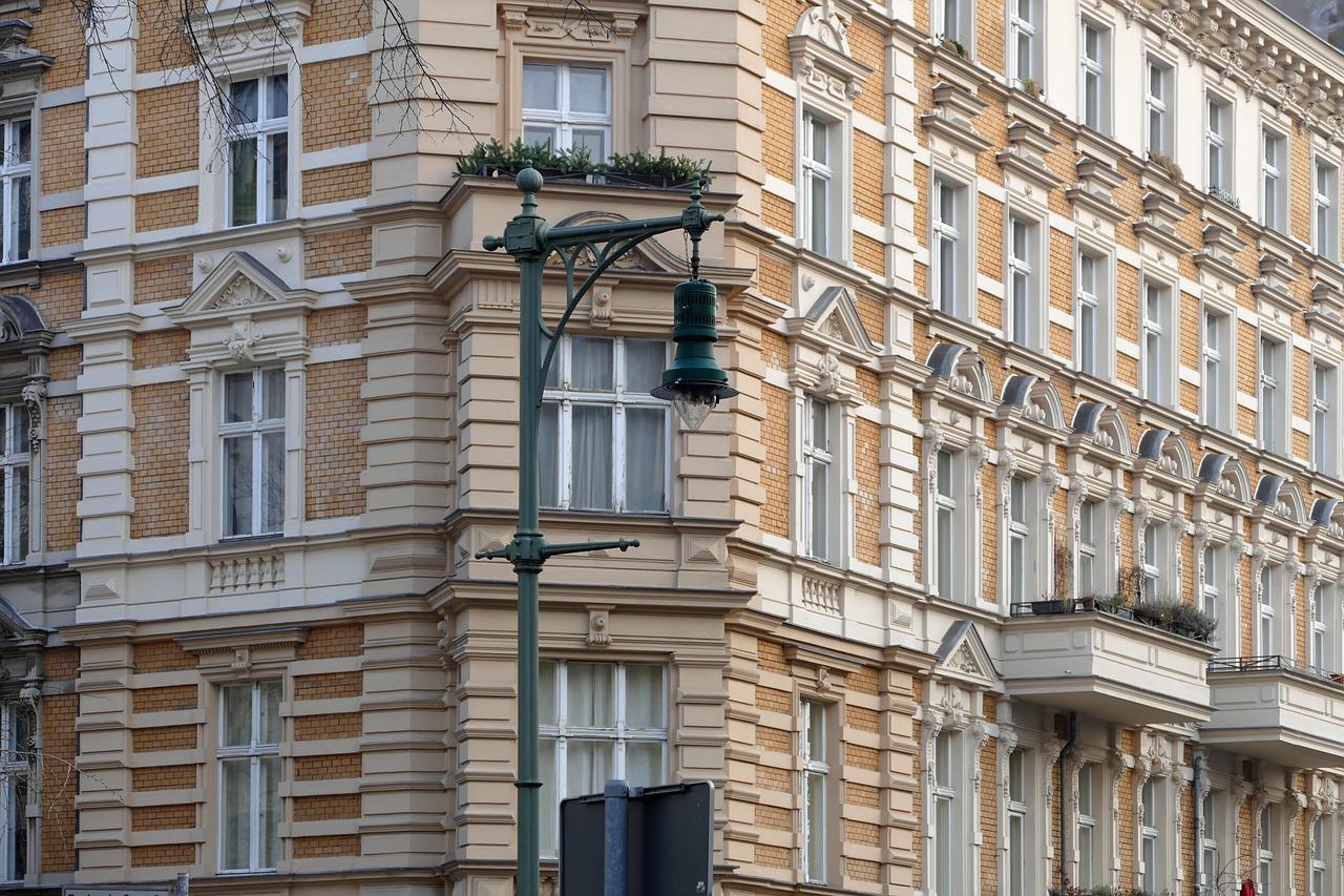Mieszkania w kamienicy mogą mieć skomplikowany stan prawny.