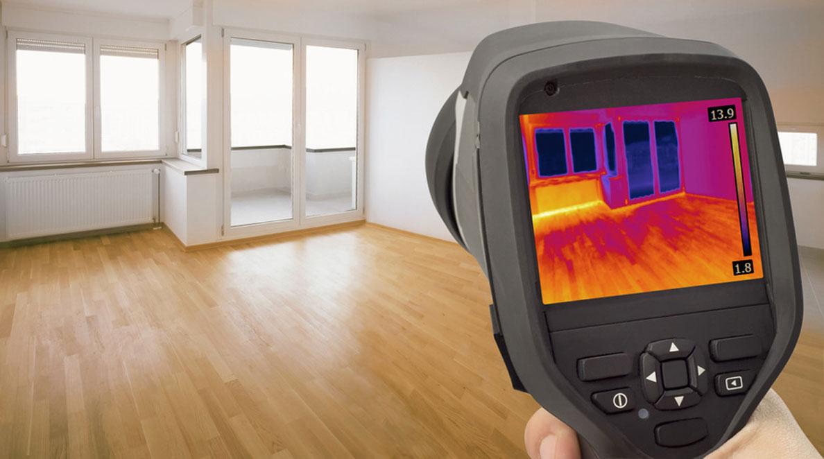 Kamera termowizyjna może wskazać miejsca, w których występują zwiększone straty ciepła.