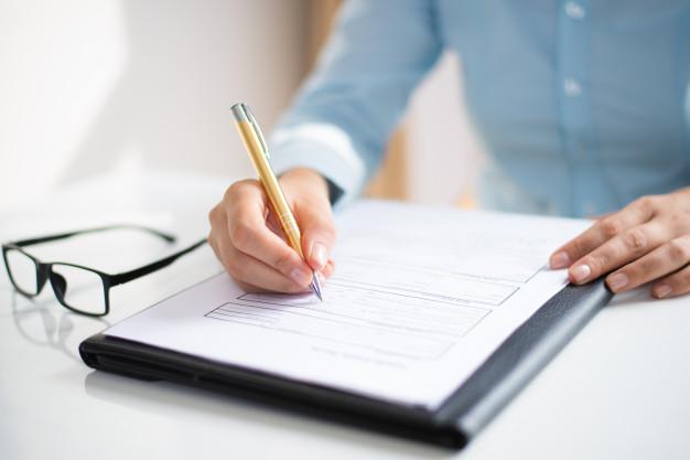 Bardzo często umowa przeniesienia własności mieszkania podpisywana jest tego samego dnia, co odbiór.
