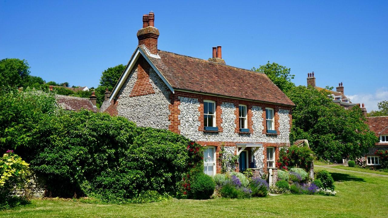zdjęcie do W artykule wyjaśniamy, na co należy zwrócić uwagę podczas kupna starego domu.