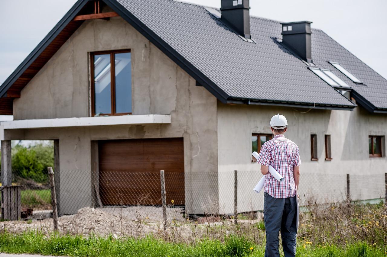 zdjęcie do W poniższym artykule podpowiadamy, na co uważać przy kupnie domu w stanie surowym.