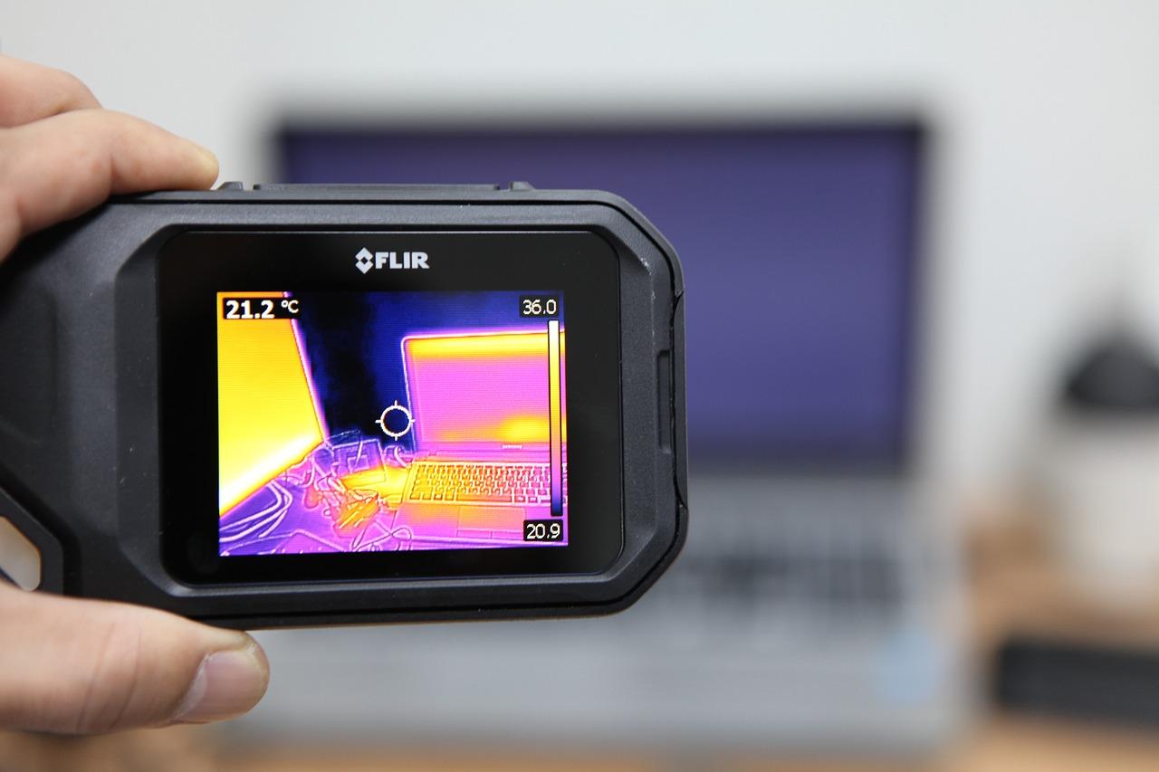 zdjęcie do W artykule podpowiadamy, czym jest kamera termowizyjna i dlaczego wykorzystujemy ją podczas odbioru mieszkania.