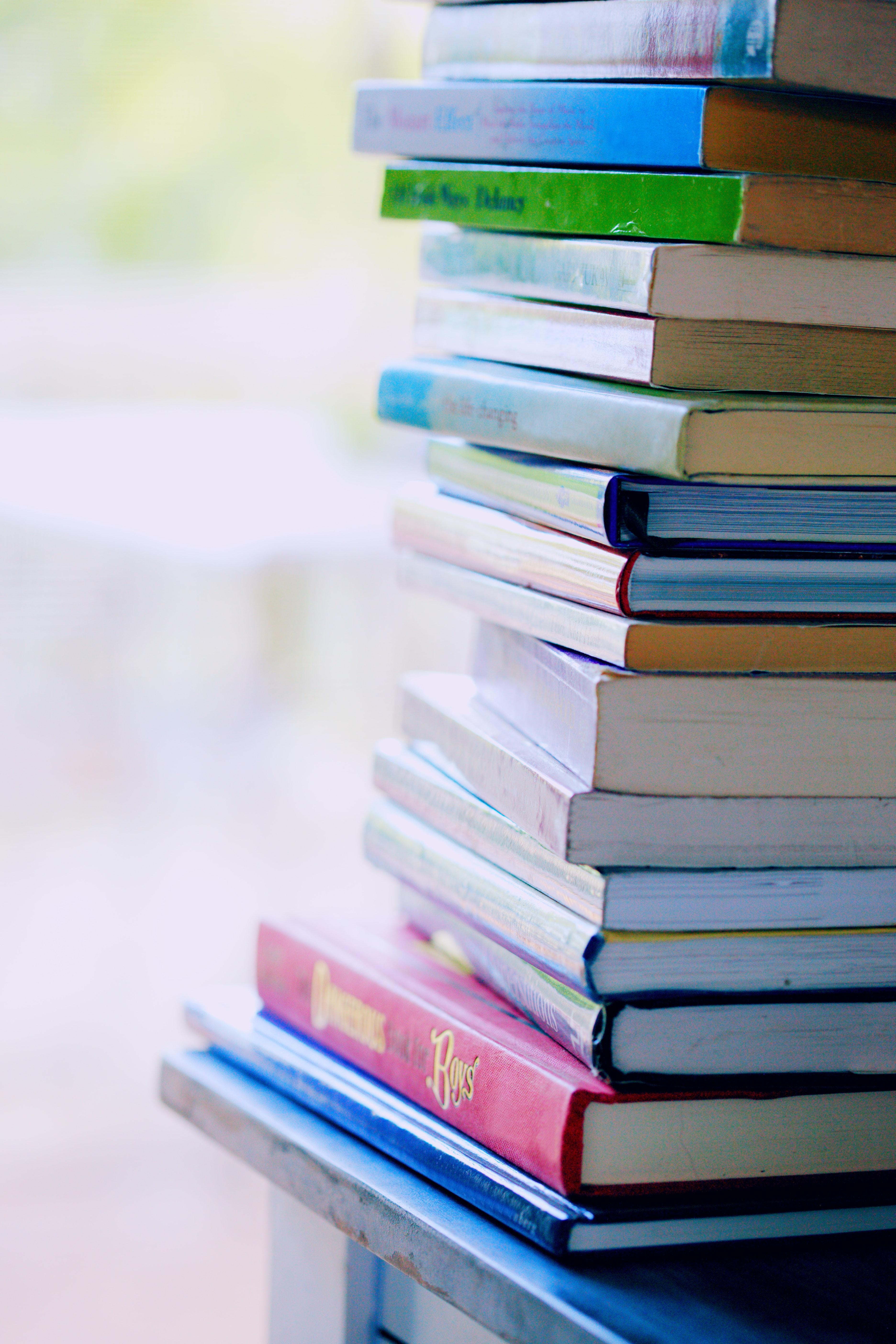 zdjęcie do Komentarz do ustawy najczęściej występuje  w formie książki lub publikacji internetowej, mającej na celu niesienie pomocy czytelnikowi w dokonywaniu interpretacji przepisów. W tym artykule wskażemy zakres komentarzy do ustawy deweloperskiej.
